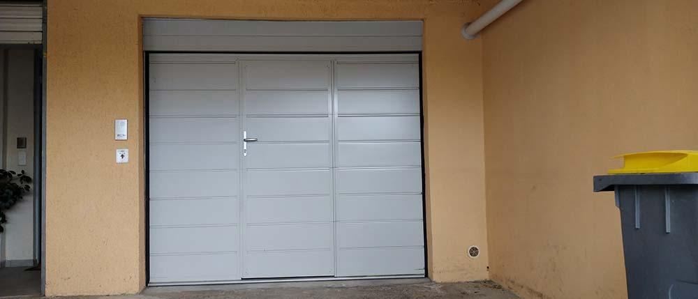 Portes de garage sectionnelle avec portillon
